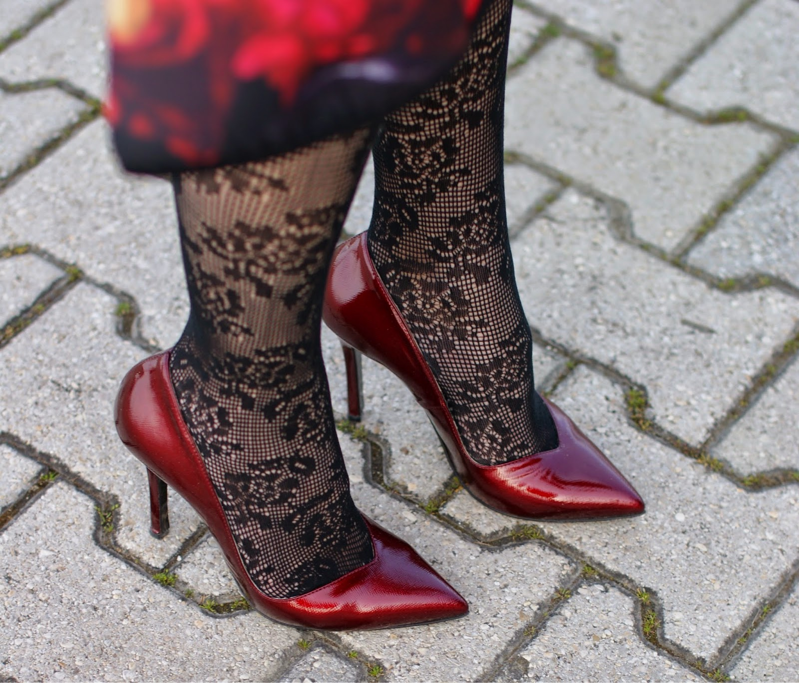 Gaia d'Este red pumps, Calzedonia crochet tights, Fashion and Cookies, fashion blogger