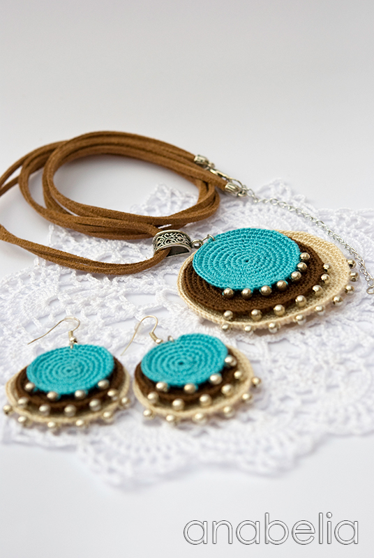 Boho turquoise crochet pendant and earrings by Anabelia