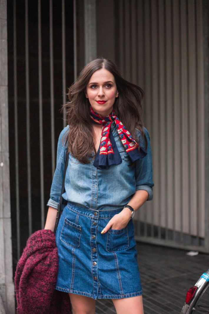 outfit: 70s inspired in denim shirt, denim skirt and neckscarf