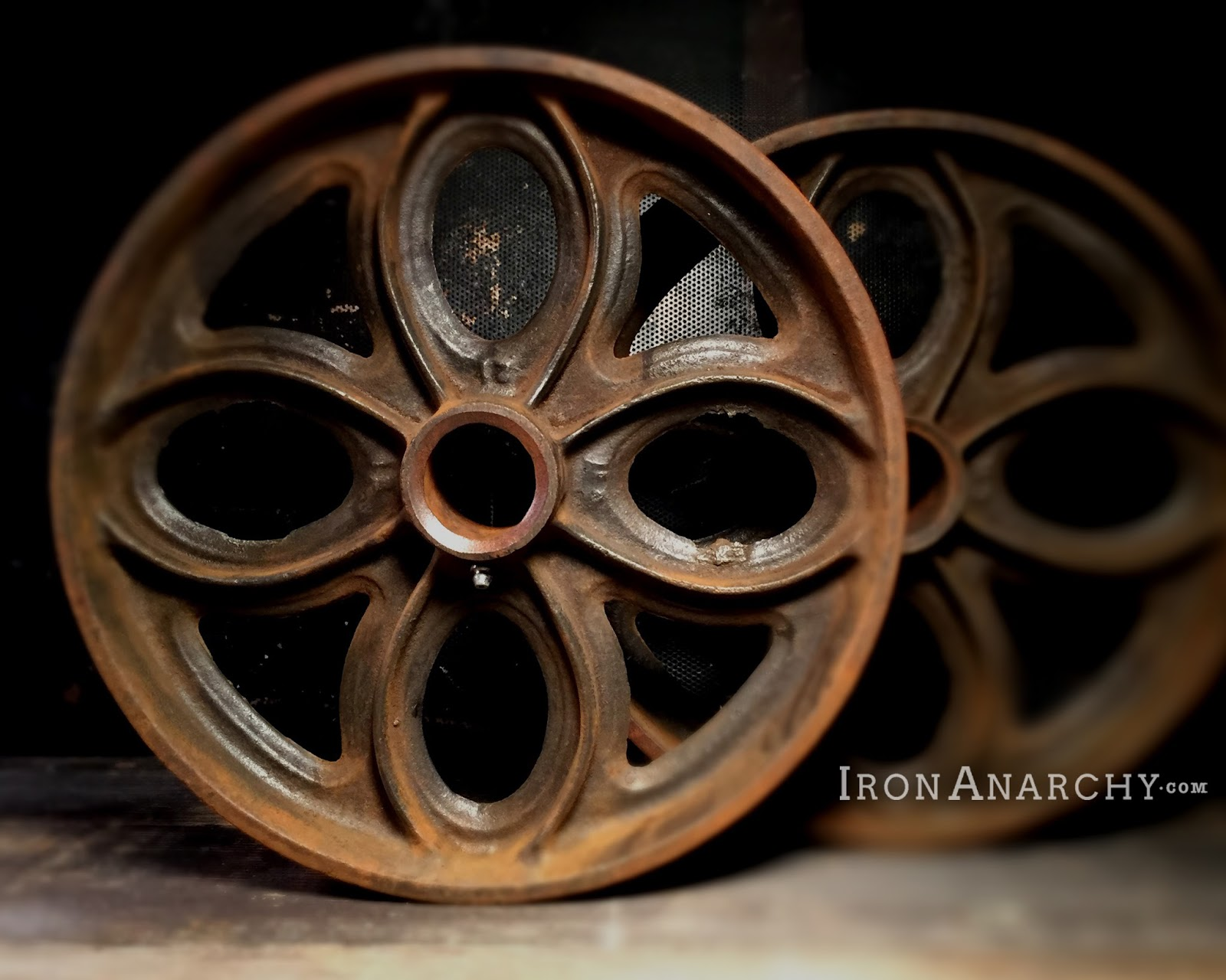 Photo Antique Coffee Table With Wheels Images 30 Charming DIY Station Ideas For All