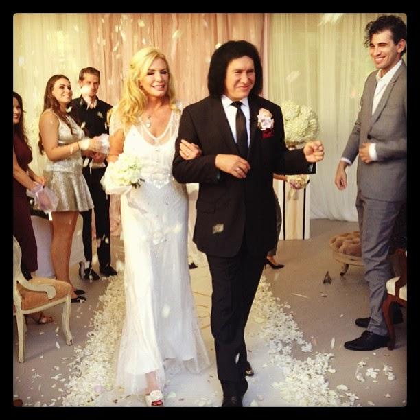 KISSopolis Gene Simmons Amp Shannon Tweed Renew Their Vows In Maui