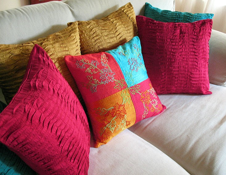 Decorative Pillow Ideas : decorative throw pillows: Decorate your home with throw pillows