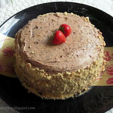 Tort z aksamitnym musem czekoladowym i truskawkami - Czytaj więcej »