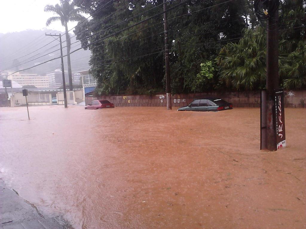 Alagamento na Rua Tenente Luiz Meirelles-Teresópolis RJ