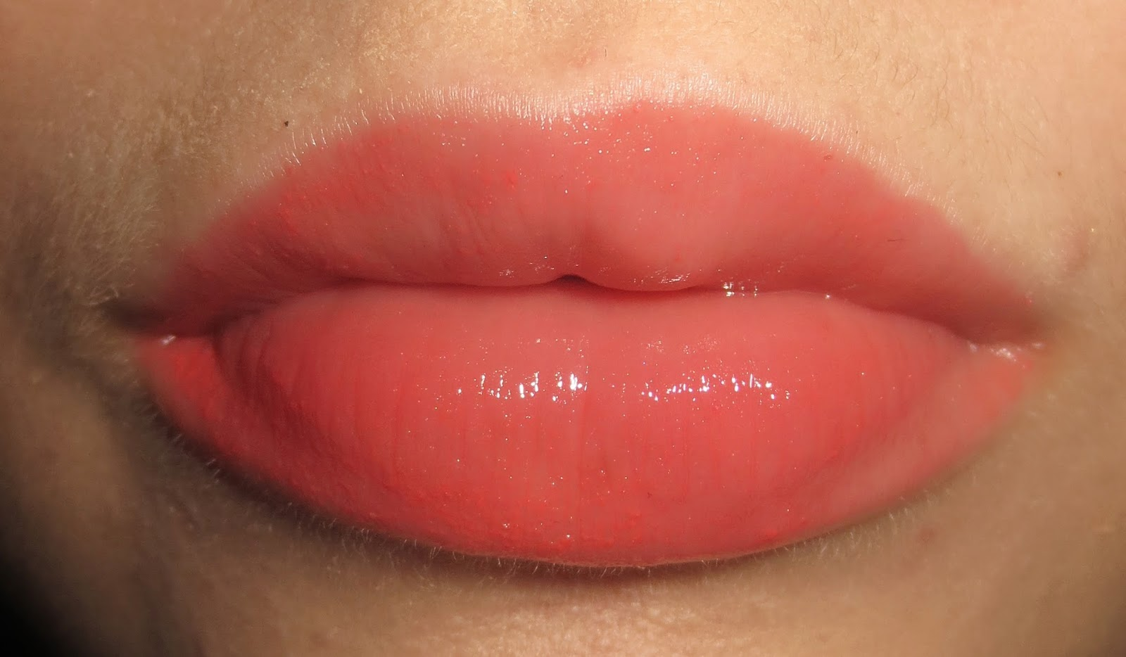 Lise Watier Hydra Kiss Colour Balm in Coral Paradise on Lips