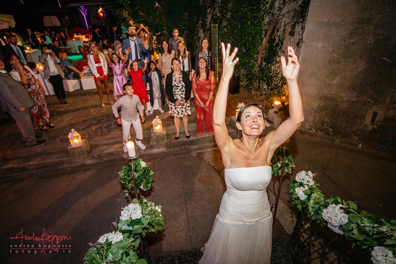 bouquet toss wedding italy
