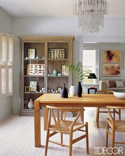 Un comedor contempor neo en madera - Como decorar una vitrina de comedor ...