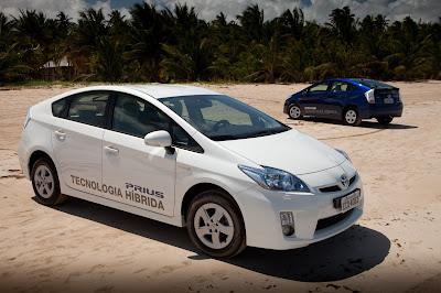 Toyota já comercializa híbrido Prius, modelo com motores a gasolina e elétrico chega por R$ 120.830. Confira fotos e ficha técnica.