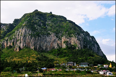 indah nya pemandangan di gunung Sanbang. (naik-naik ke puncak gunung