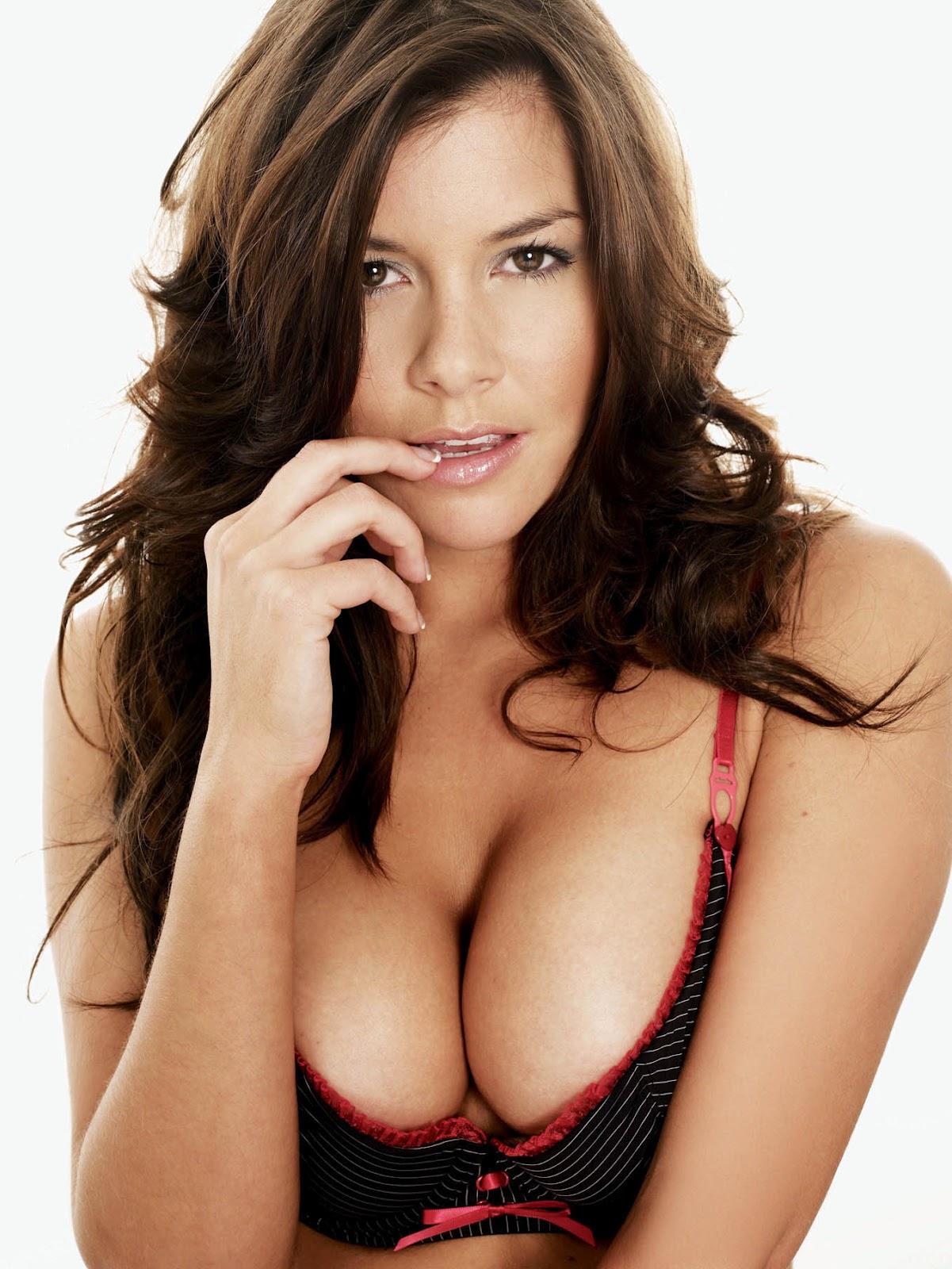 http://2.bp.blogspot.com/-XIs8b5EZKeM/TzhpBwJ2zjI/AAAAAAAAN_Y/V6DP15f3xzc/s1600/imogen_thomas_breasts.jpg