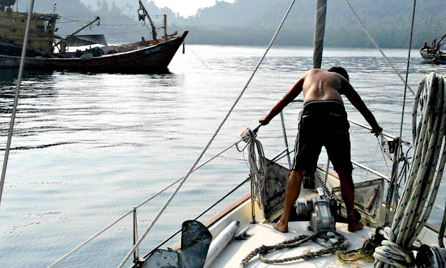Sailing home: weighing anchor at Tulai