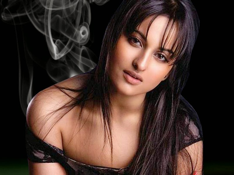 Bollywood Indian Actress Sonakshi Sinha Sexy HD Picture