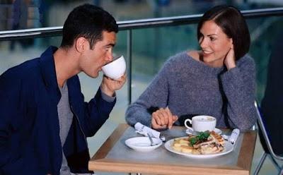 كيف تعرف ان الشخص معجبك بك من خلال لغة جسده,مواعدة امرأة النساء موعد غرامى لقاء عاطفى ,first date dating women couple relation man love romance