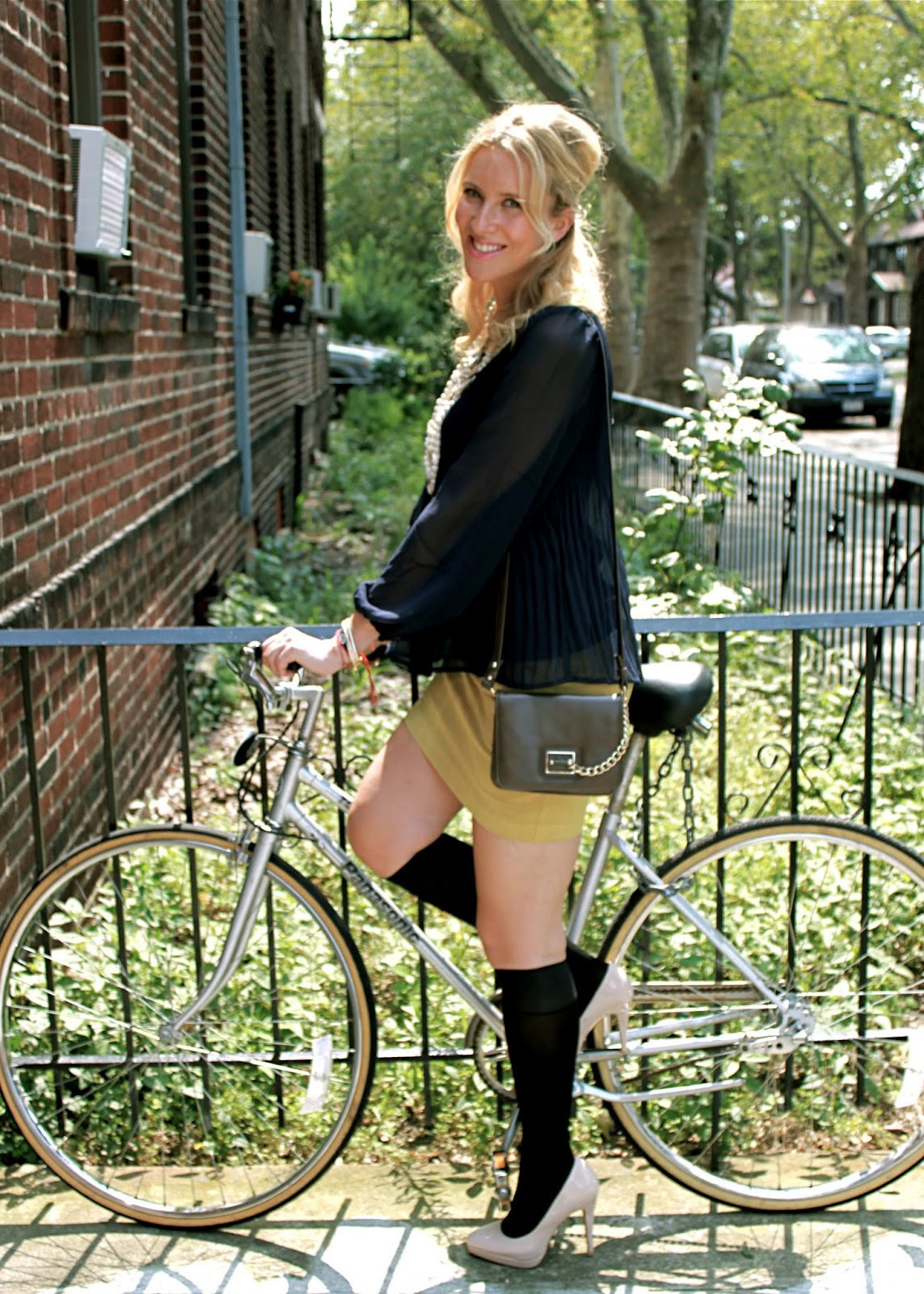 60's look and feel-forever21-skirt-hm-top-kohls-heels-picture-by-a-bike-fashion-bik