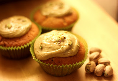 Let Her Eat Cake: White Chocolate Cupcakes and Pistachio Cream
