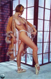 Twerking blondes - rs-05-755631.jpg