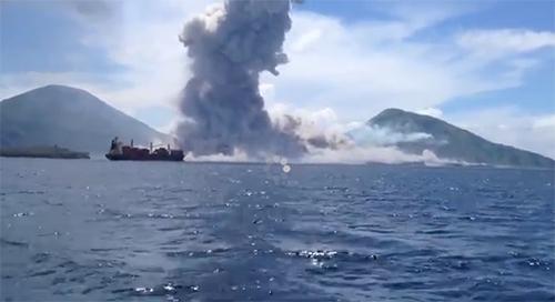 Papua New Guinea volcano eruption caught on cam
