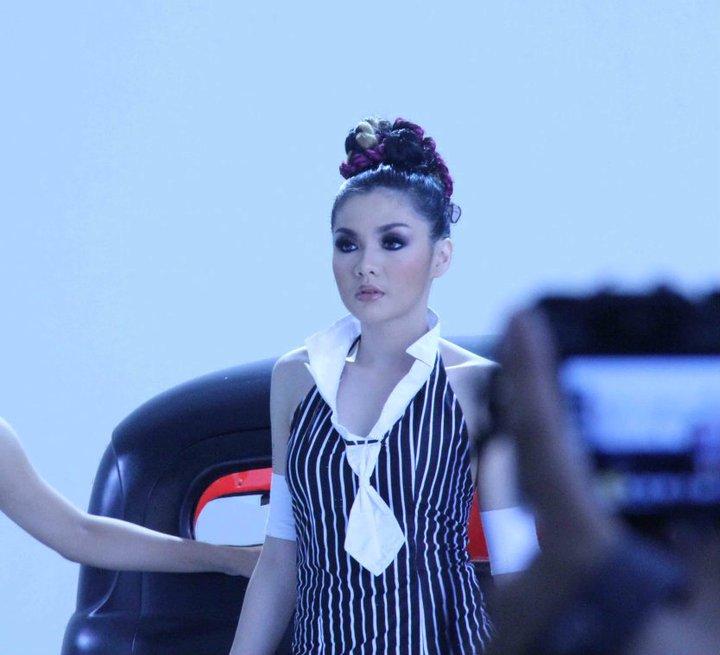 Foto Vicky Shu Saat Pembuatan Video Klip Mari Bercinta 2