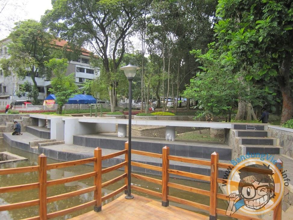 danau kecil sebagai folder banjir di taman lansia