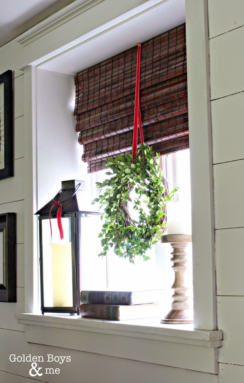 DIY boxwood wreath on window-www.goldenboysandme.com