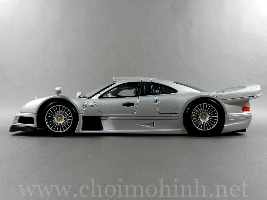 Mercedes-Benz CLK GTR Street Version 1:18 Maisto side