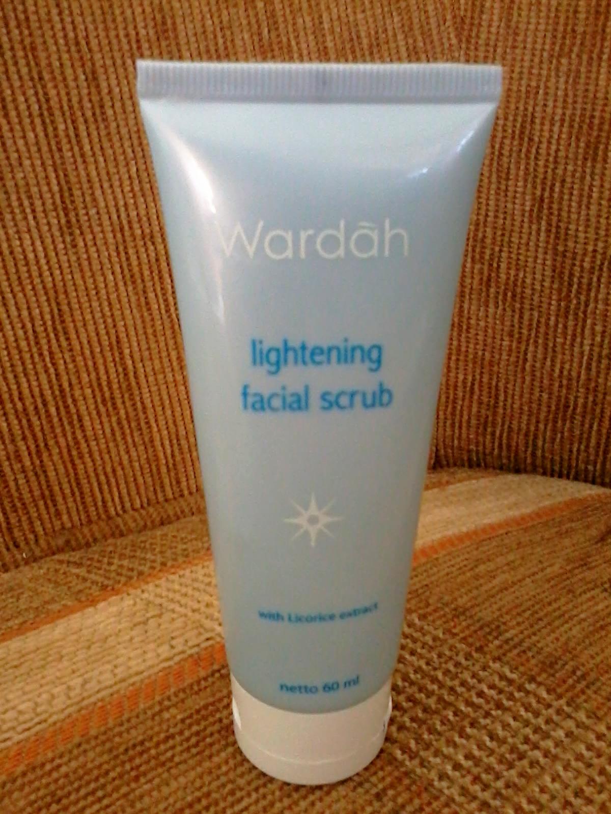 Reezkis Beauty Blog Wardah Lightening Gentle Wash Creamy Foam Facial Scrub