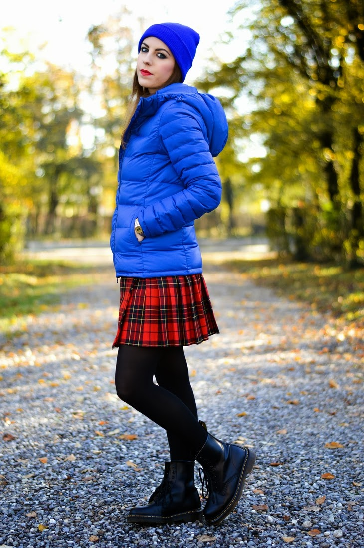 OVS F4YG Electric Blue Winter Coat United Colors of Benetton Tartan Skirt FrontRowShop Tartan Scarf Asos Double Pearl Percing Earrings Casio Watch Gold Asos Beanie