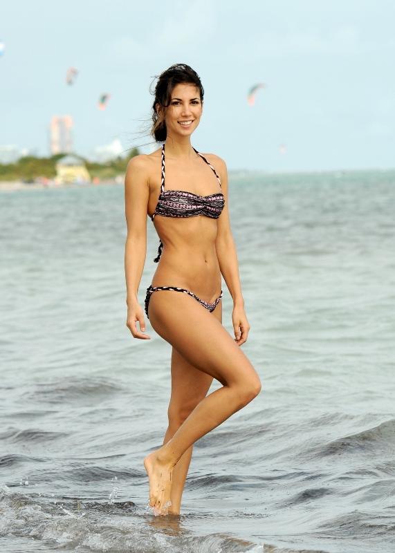 Lust Glamours: Leilani Dowding - topless & bikini on a Miami beach