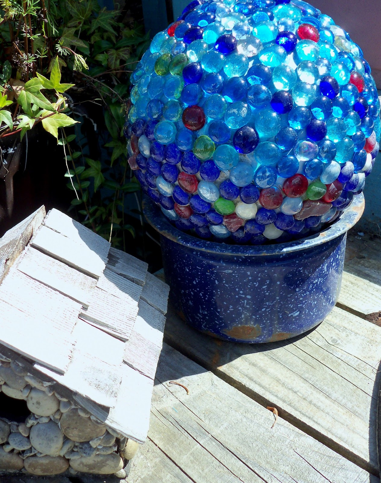 Make the best of things glass garden balls diy for Making things for the garden