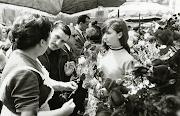 Diada de Sant Jordi a la pl.de Sant Jaume, 1934. AFB. Pérez de Rozas (diada de sant jordi la pl)