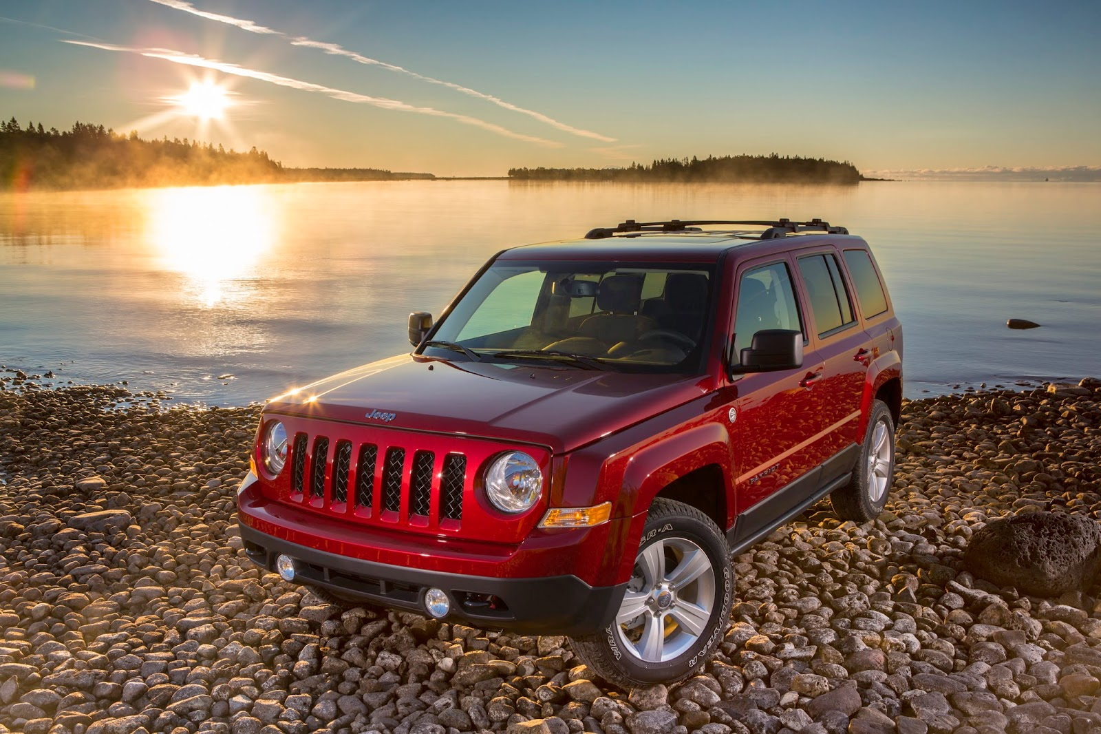 Front 3/4 view of the 2014 Jeep Patriot Latitude