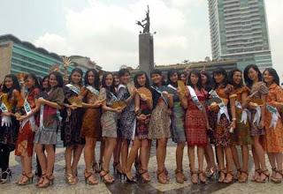 Foto Model Baju Batik Putri Indonesia