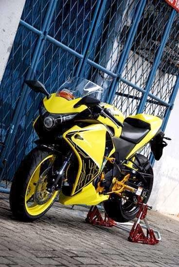Foto Modifikasi Honda CBR 250 ala Transformers BumbleBee
