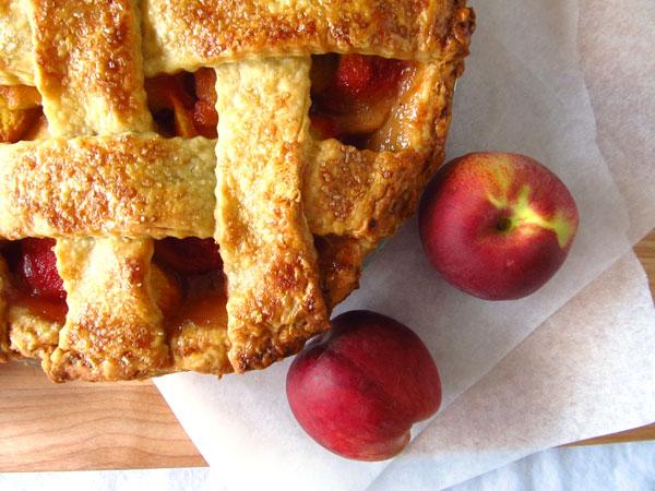 Classic Peach Pie Recipe with Cinnamon and Vanilla