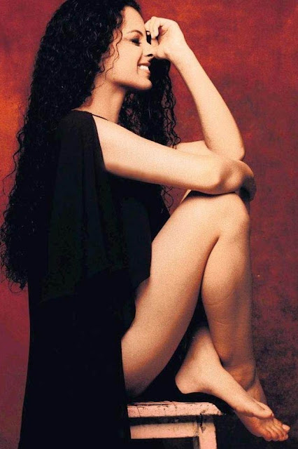 Kangana Ranaut barefeet & legs female bollywood