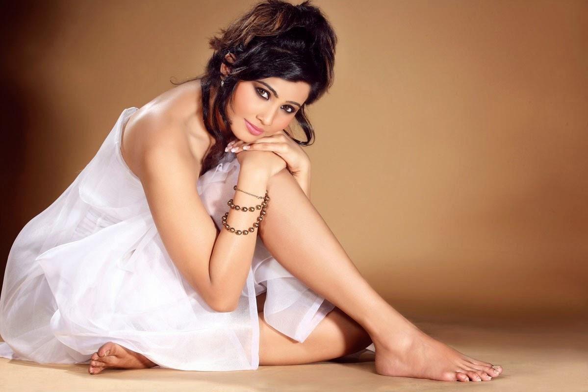 Jai Ho Movie Heroine Daisy Shah HD Hot wallpapers