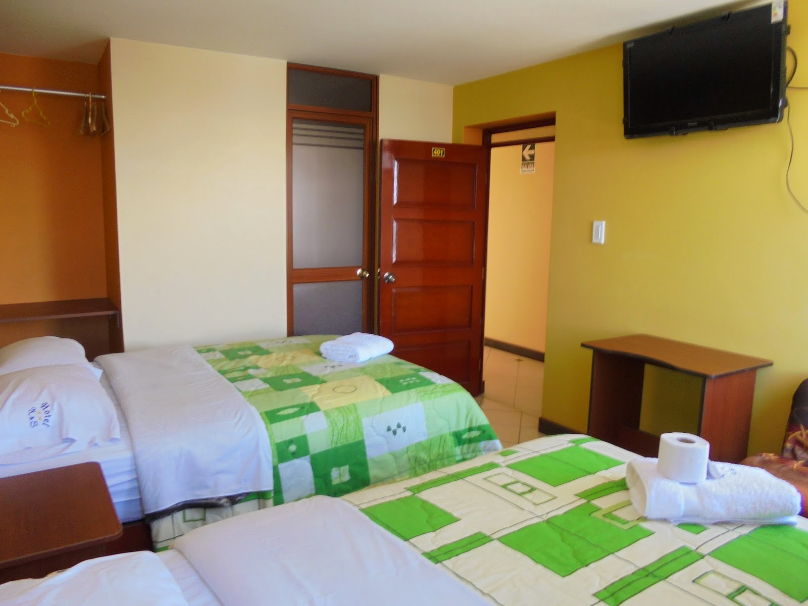 Hotel norsi huancayo habitaci n 401 familiar for Hotel granada habitacion familiar