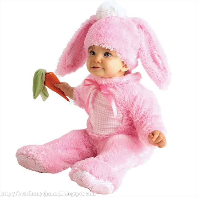 Child dressed a bunny.
