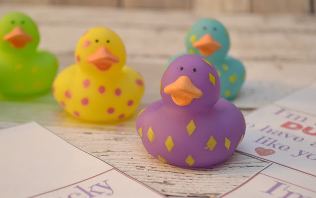 I'm A Lucky DUCK To Have You As My Friend - FREE Valentine's Day Printable, Candy Free Valentine Ideas, I'm a lucky duck valentine, Valentines for preschool, Duck Valentine, Free printable for Valentines Day, Rubber duck Valentines