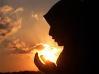 Ilustrasi muslimah berdoa (foto Reuters)