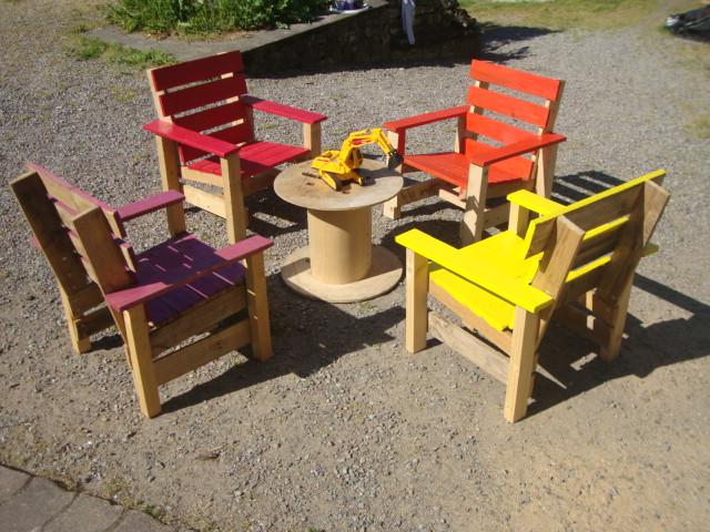 recyclage palettes salon de jardin pour les enfants. Black Bedroom Furniture Sets. Home Design Ideas