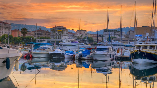 Boats moored in the Vieux-Port, Cannes, France (© Alan Copson/age fotostock) 588