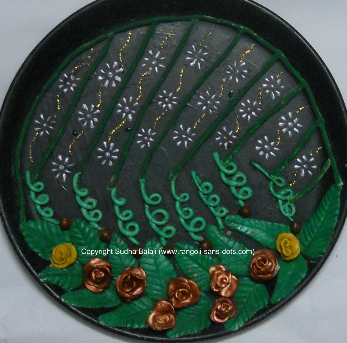 Plate art decoration ideas thermocol paper plate for Aarti thali decoration with clay