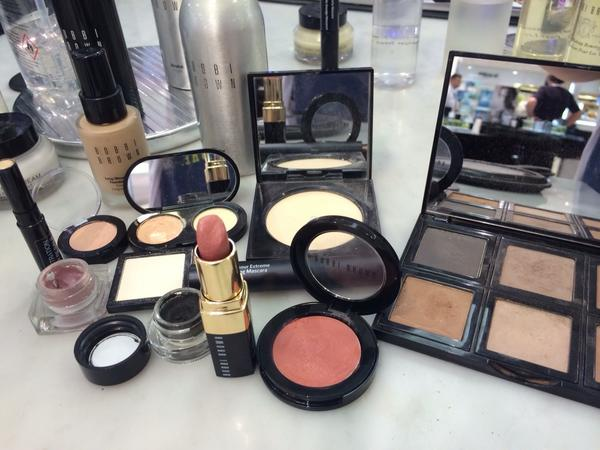 Bobbi Brown Pretty Powerful in 10 Steps Sheffield Meadowhall House of Fraser make up skincare