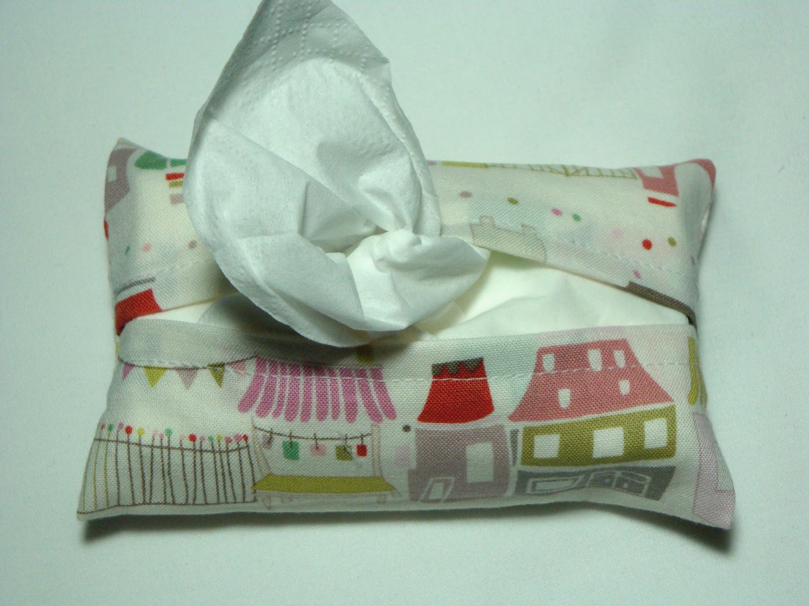 TEXTILE TROLLEY: Easy to sew Christmas gift: tissue holder