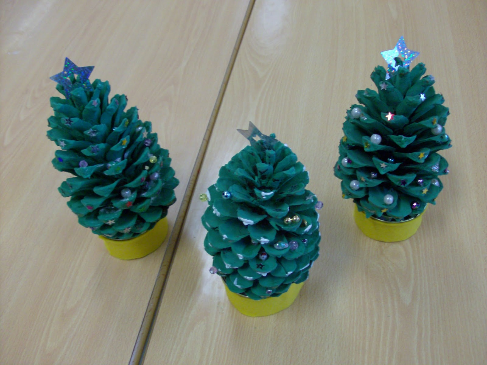 Reuse crafts pine cone christmas tree craft for Pine cone christmas tree craft