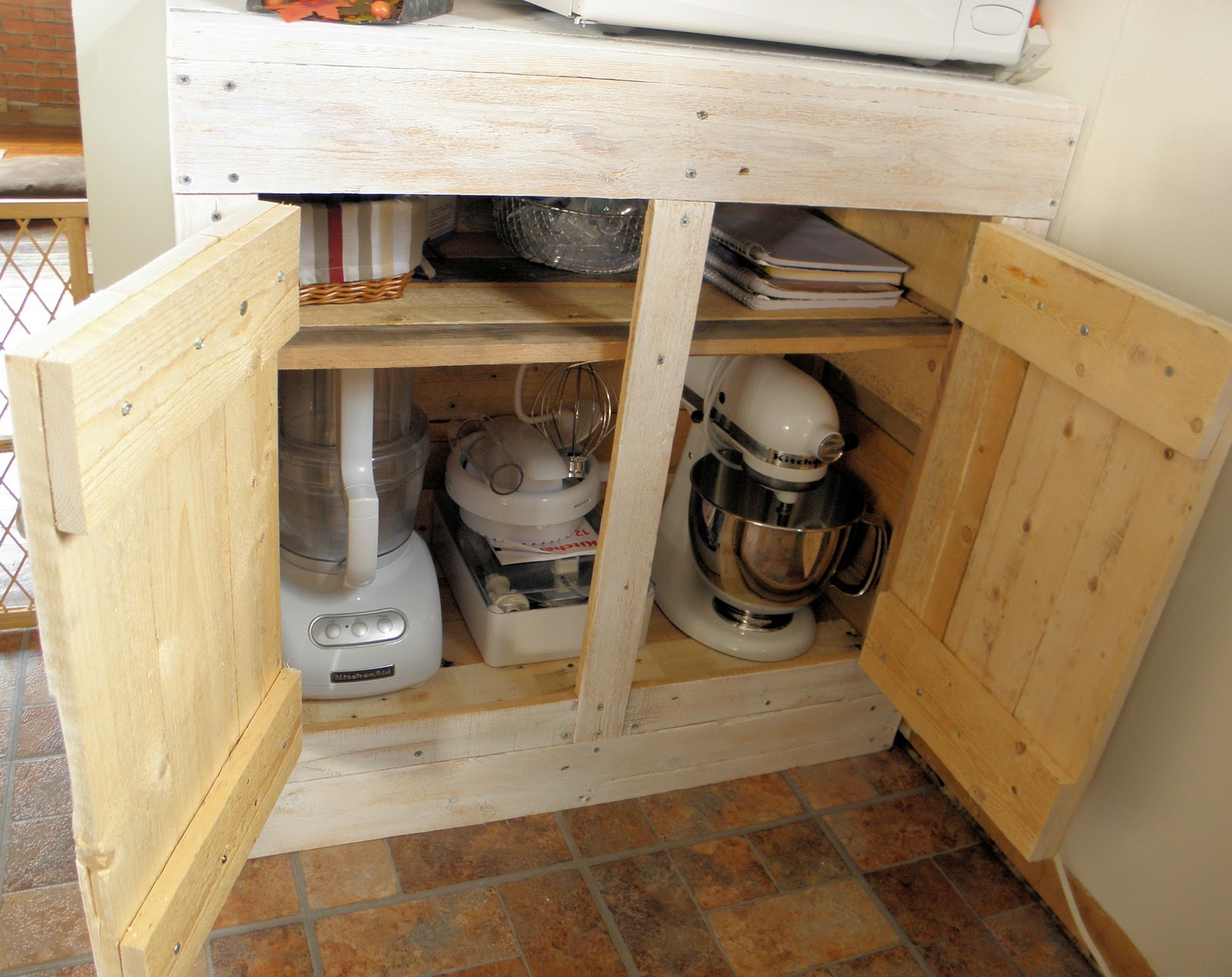 Shabby love pallet cabinet for Kitchen units made from pallets