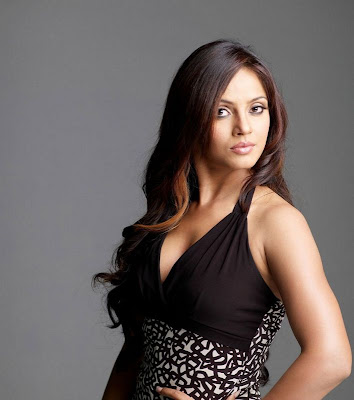 Neetu Chandra Hot Bikini Navel Show Photos