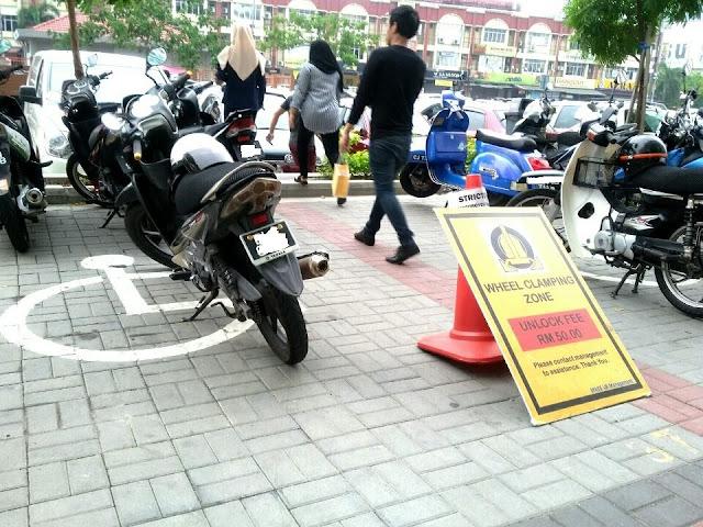 gambar-gambar kereta dan motor yang parking di tempat parking oku, #ParkingOkuUntukOku, Golongan Kurang Upaya,
