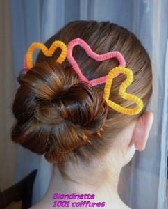 1001 coiffures: Chignon de noeuds décoré avec des coeurs